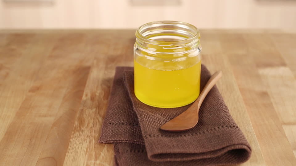 999715154-ayurvedic-cuisine-ghee-ayurveda-butter